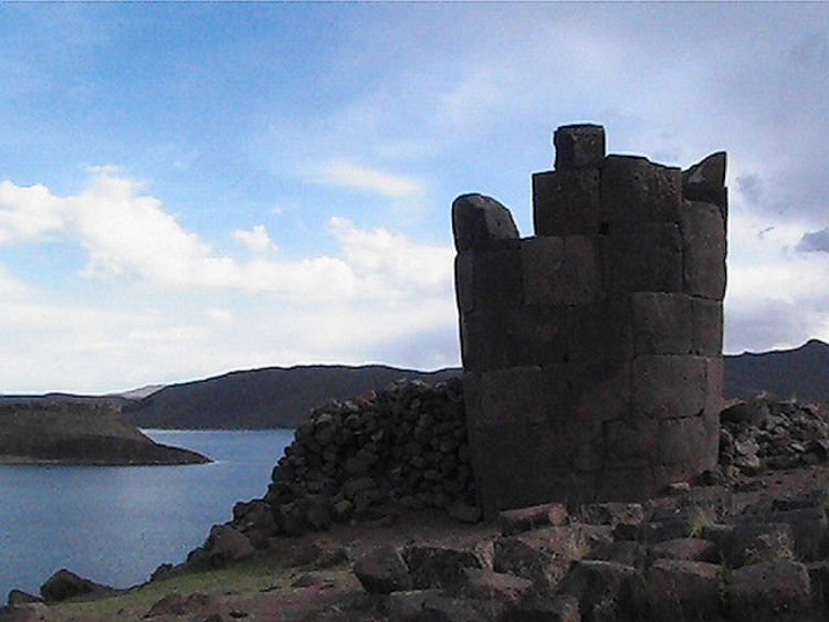 Sillustani  3698905868 750 lake-tower-of-sillustani
